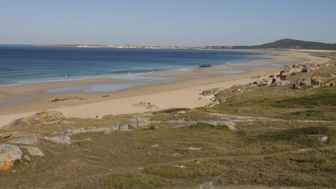 ¿A qué playa ir sin pensar en el coronavirus?.Playa de A Madorra, donde aparece el cadáver que pone en marcha la investigación