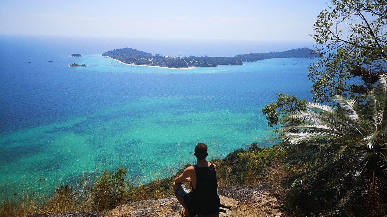 Actualmente Javier Zearra vive en Koh Lipe, una pequeña isla en Tailandia