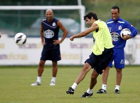 Las imágenes de la Jornada 8 en Primera División.Valerón y Manuel Pablo (en la imagen, en un entrenamiento en Abegondo) son los dos jugadores más veteranos del Dépor.