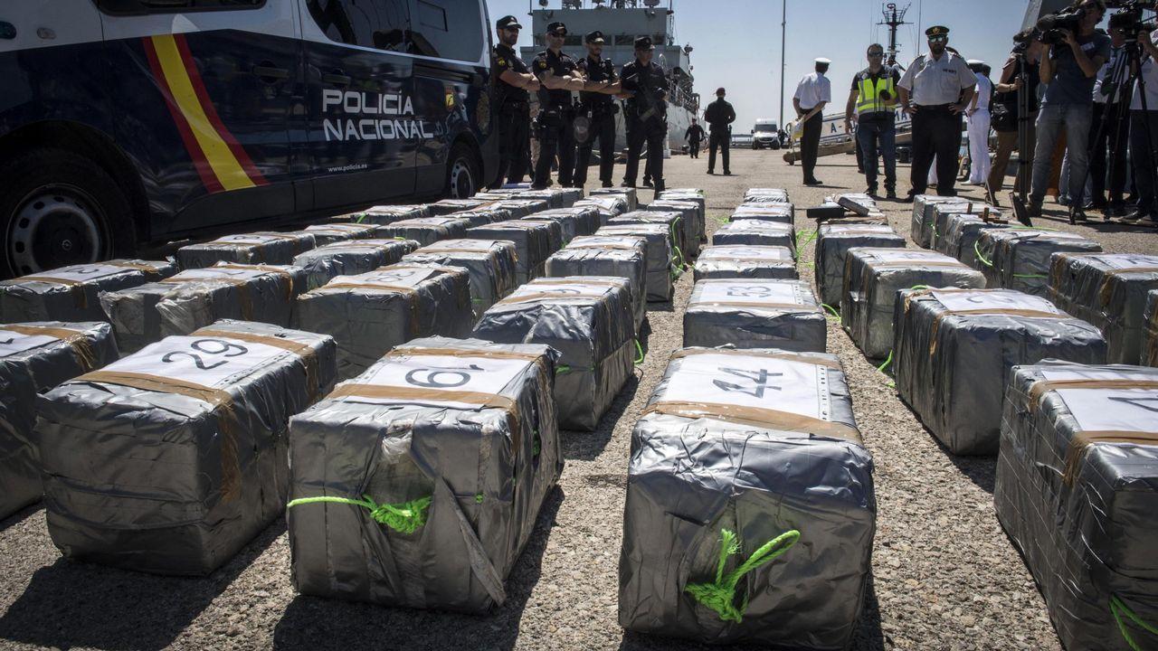 Cae una banda que atracaba a narcos y empresarios haciéndose pasar por guardias civiles.Aprehensión de 1.500 kilos de cocaína a bordo de un velero