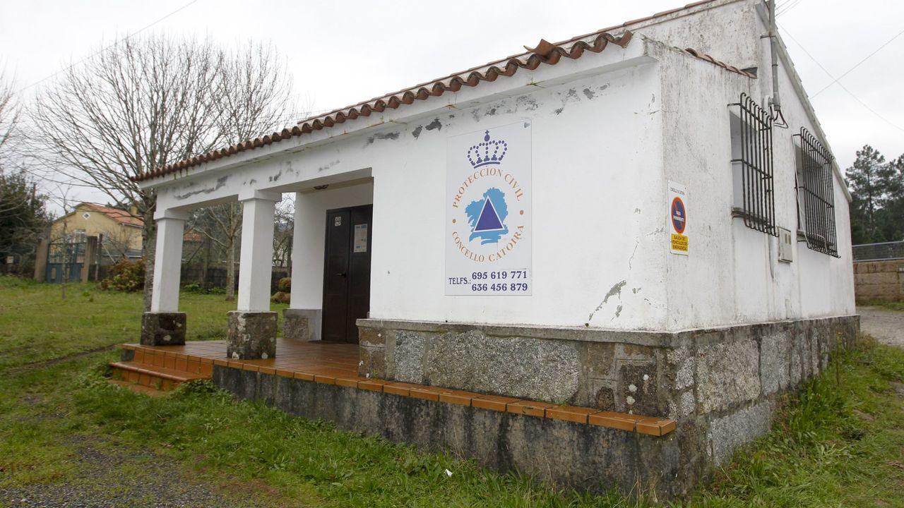 Por A Mariña pasa un tren, el de vía estrecha, que recorre la costa, entre O Vicedo y Ribadeo.