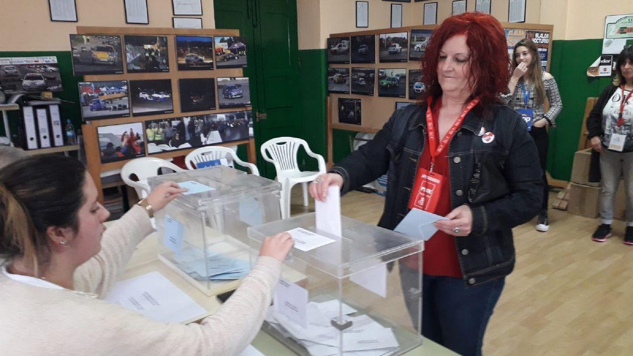 Votación de la candidata del PSOE a la alcaldía de Fene, Mar Piñeiro