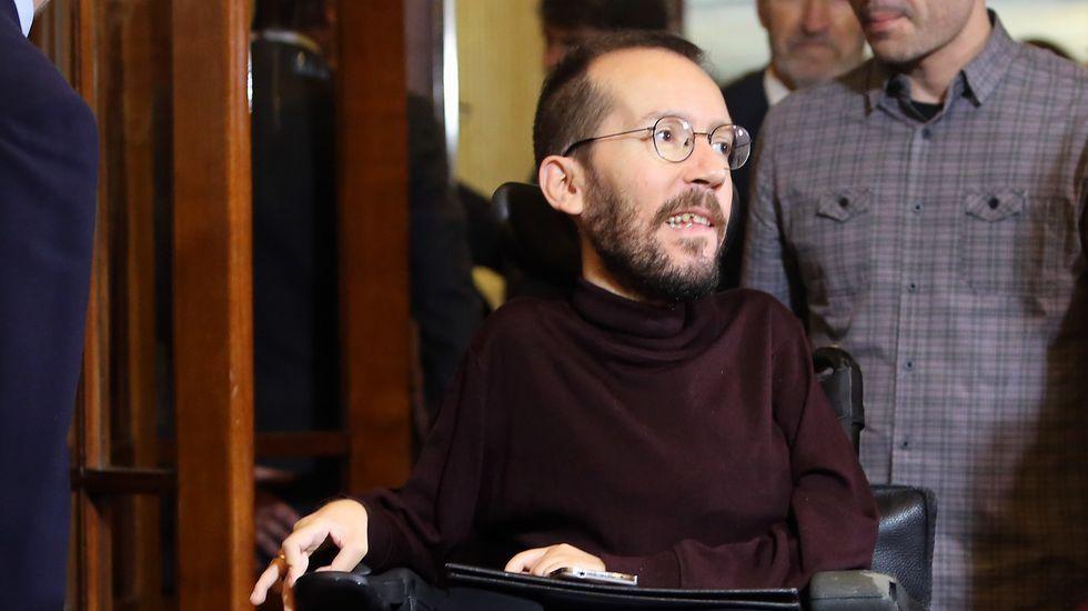 Echenique: «En ningún caso creo que exista el pablismo».Pablo Echenique, junto a dirigentes de Podemos Asturies en Mieres