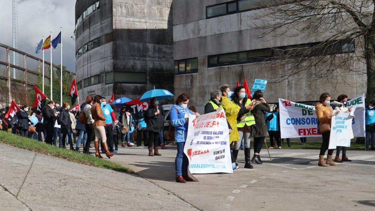 Así es el nuevo centro social de A Piringalla.Imagen de una manifestación de trabajadores del Consorcio en Santiago hace unas semanas