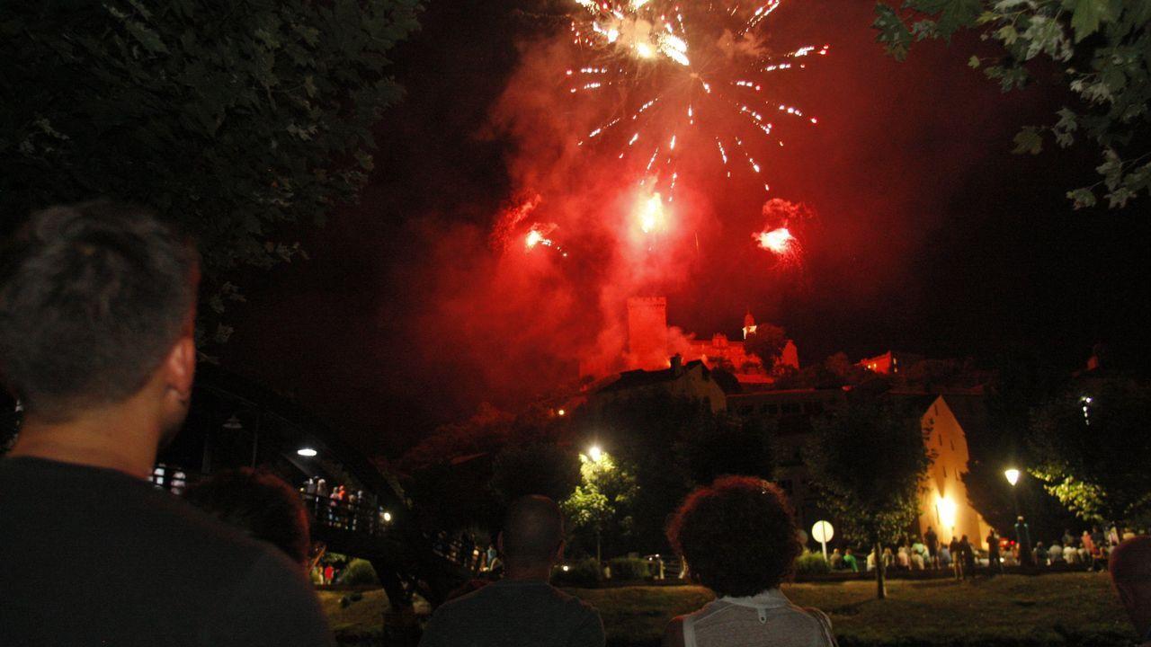 Sesión de fuegos desde el conjunto monumental, en las fiestas del pasado año