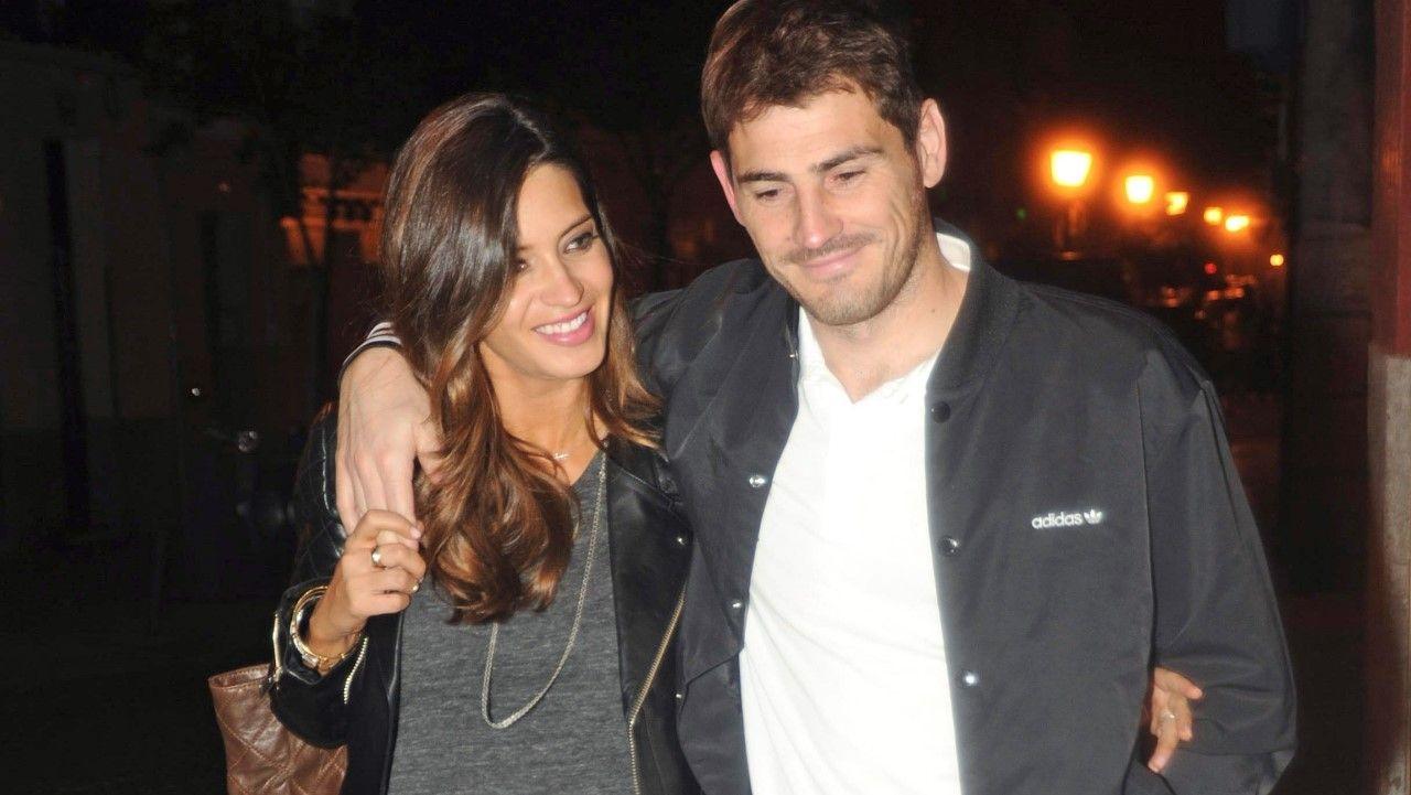 Zinchenko emula a Iker Casillas y besa a la reportera que lo entrevistaba.Sara Carbonero e Iker Casillas en una imagen de archivo
