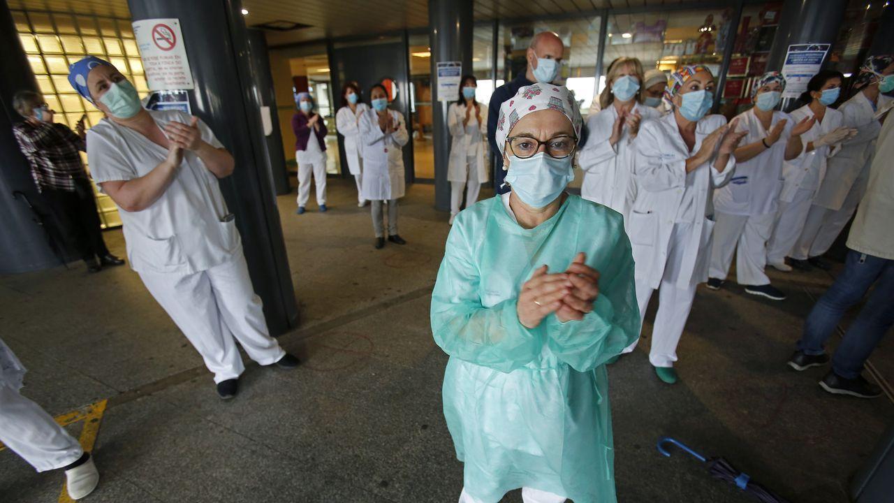 Trabajadores del Complexo Hospitalario Universitario de Pontevedra (Chop), en Montecelo durante la pandemia del coronavirus