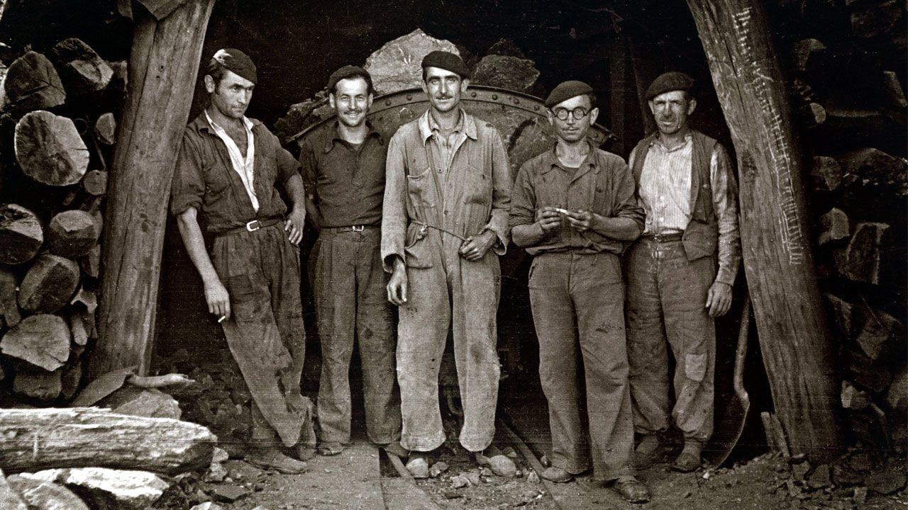 «Los trabayos y los díes de la mina»: un tesoro visual de la historia reciente de Asturias.Antracita, un tipo de carbón con mayor poder calorífico que la hulla.