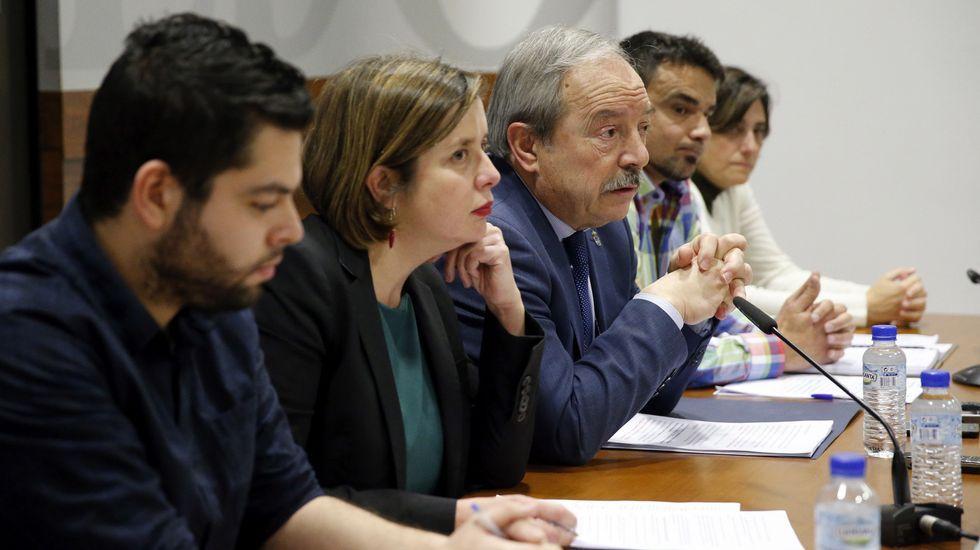 Rodrigo Cuevas protagoniza el anuncio del stand de Oviedo en la Feria de Muestras.El alcalde de Oviedo, Wenceslao López (3i), y representantes del equipo de gobierno del Ayuntamiento de Oviedo