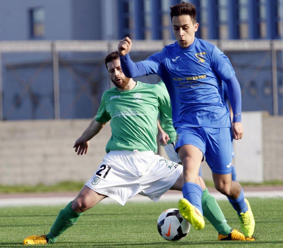Ánxel presiona a Filipe en el Sanci 3-4 Burela del pasado curso.