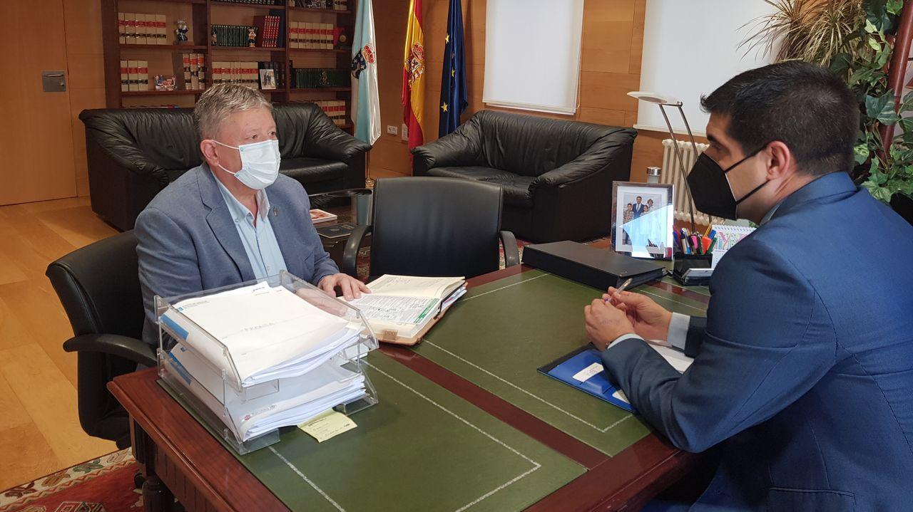 El delegado de la Xunta recibe al alcalde de Cenlle