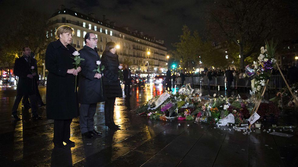 Merkel, junto a Hollande e Hidalgo, en el homenaje a las víctimas del 13N.
