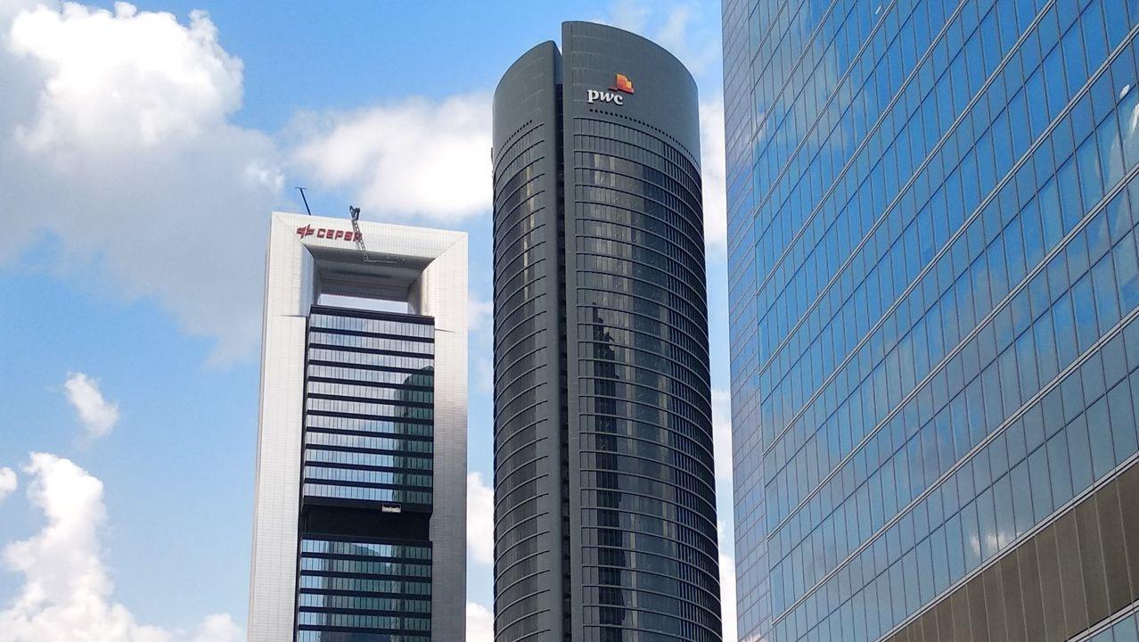 TORRE PWC (Madrid) - Sus 52 pisos lo convierten en el segundo edificio con más plantas de España, empatado con el Gran Hotel Bali de Benidorm. Es también el tercero más alto del país con 236 metros de altura. Se integra en el Área de Negocios Cuatro Torres