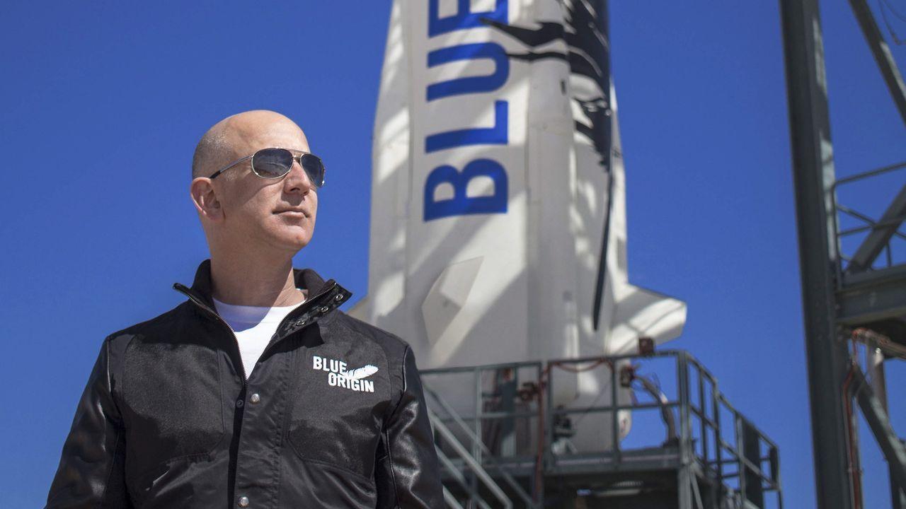 JEFF BEZOS (AMAZON). Fortuna de 72.800 millones de dólares. Bezos ha sido criticado por su poca solidaridad. Hace poco anunció una donación de 33 millones para becas de ayuda a los «dreamers».