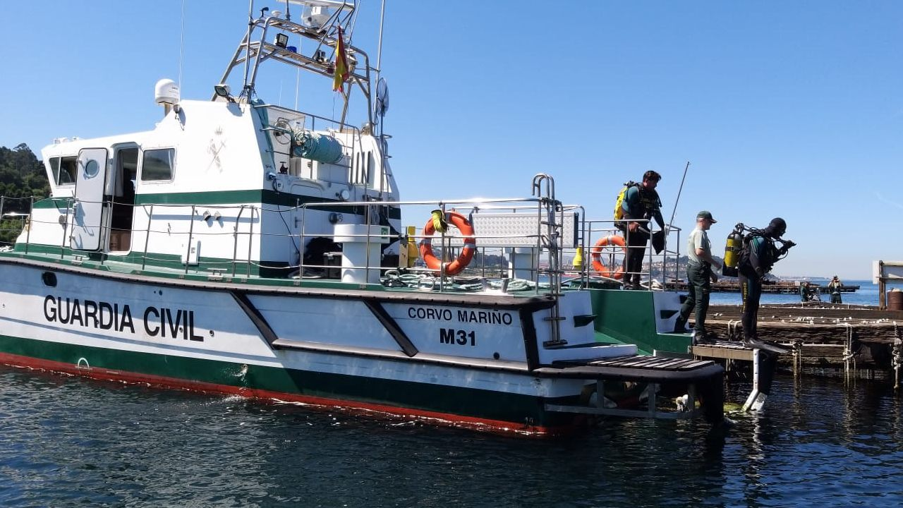 «Rescatamos gente, no empresas».Imagen de archivo de dos pateras rescatadas por la Guardia Civil en Alicante