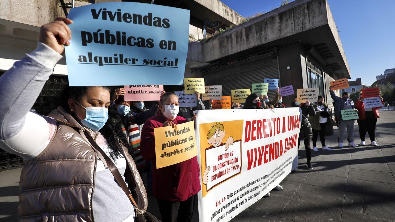 Una mujer en Barcelona pierde sus pertenencias tras sufrir un desahucio que no le correspondía.La zona de A Frouxeira, en el municipio de Valdoviño, es una de las más demandas para el alquiler de casas en verano