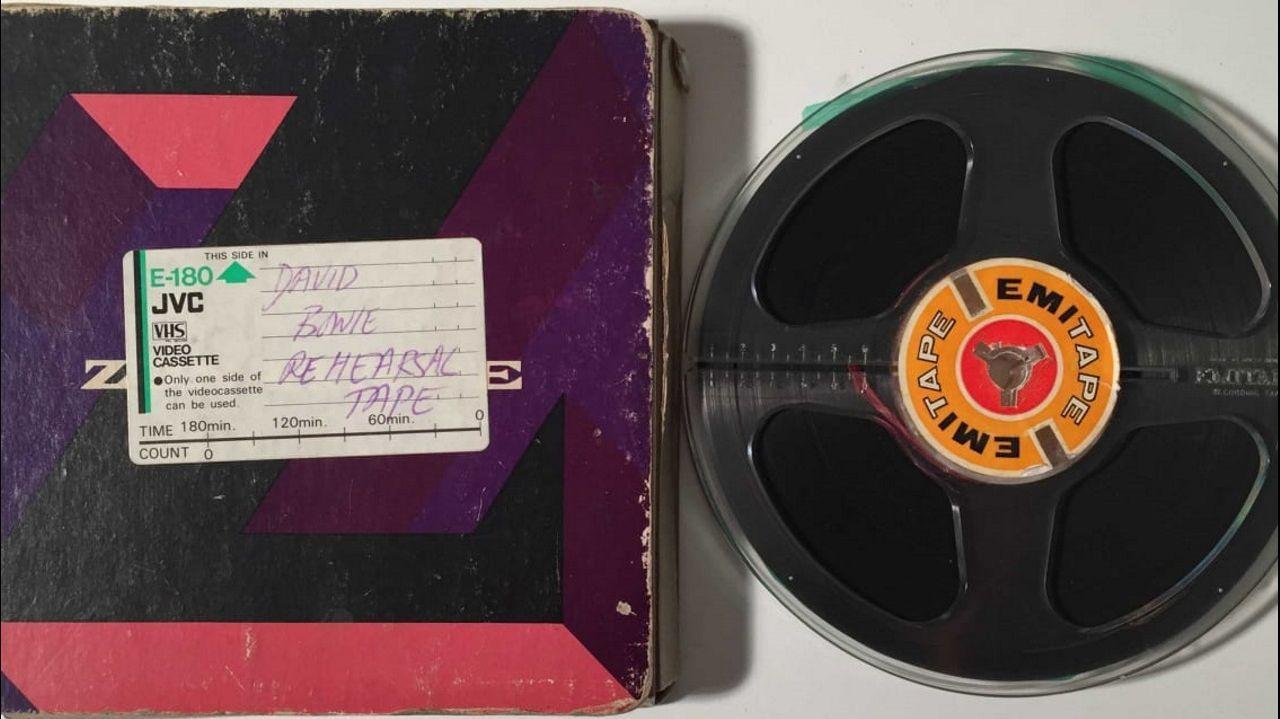 Exposición de David Bowie en Avilés.CINTA CON LAS MAQUETAS DE DAVID BOWIE GRABADAS EN 1971