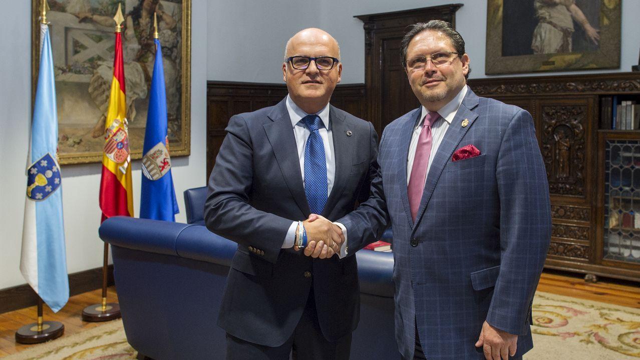 Barcenas Tejera Oier Fran Merida Real Oviedo Osasuna Carlos Tartiere.El presidente Correa conserva una amplia base de simpatizantes que se manifestó en la calle