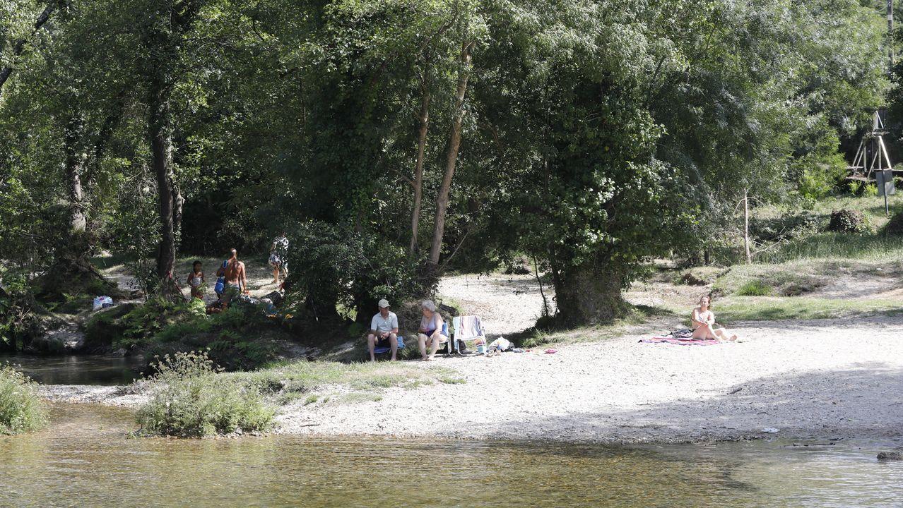 Vendimia en tiempos de coronavirus.Playa de A Lanzada, en O Grove, en una imagen tomada este sábado 25 de julio