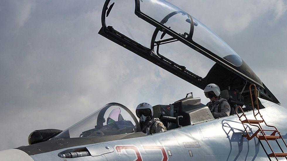 Rusia lanza misiles desde el mar Caspido al Estado Islámico.<span lang= es-es >Macedonia levanta una valla</span>. Los refugiados protestaron ayer por la valla que el ejército de Macedonia comenzó a levantar en la frontera con Grecia para filtrar la entrada.