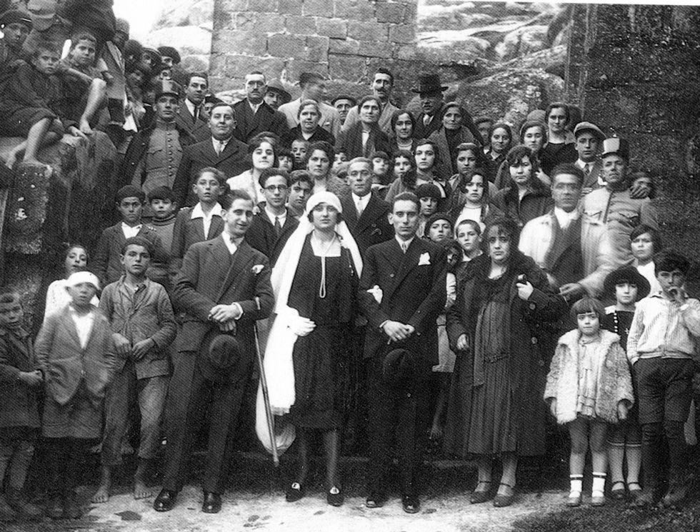 Carballo púxolle voz as Letras Galegas.José Insua y su esposa María Martínez, con los invitados a su boda, celebrada en Muxía en enero de 1929