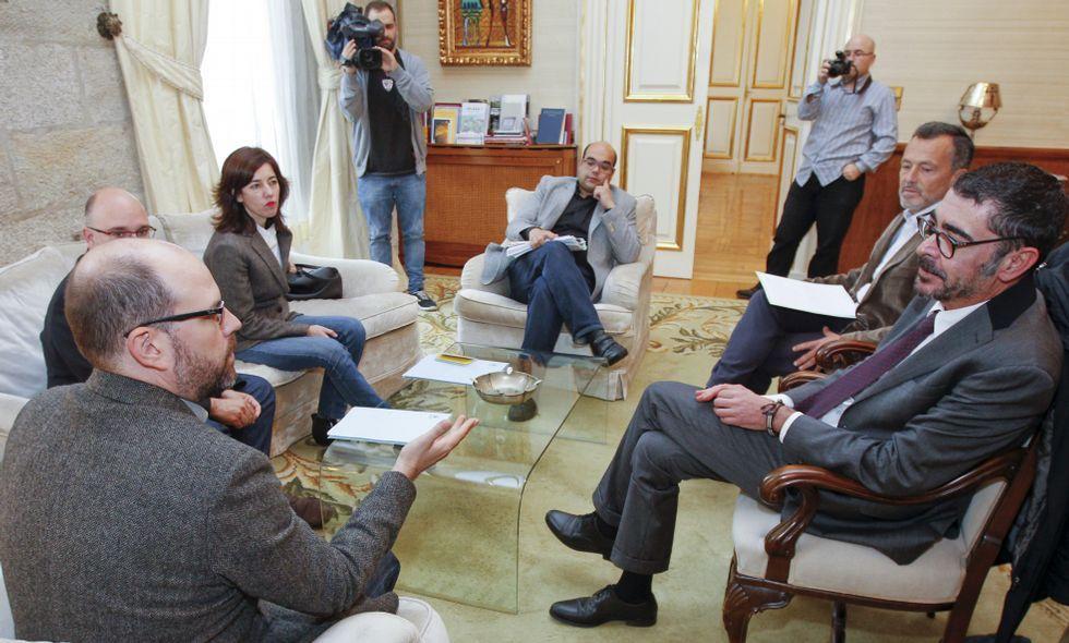 El alcalde y los portavoces de la oposición se reunieron con el decano de los abogados.