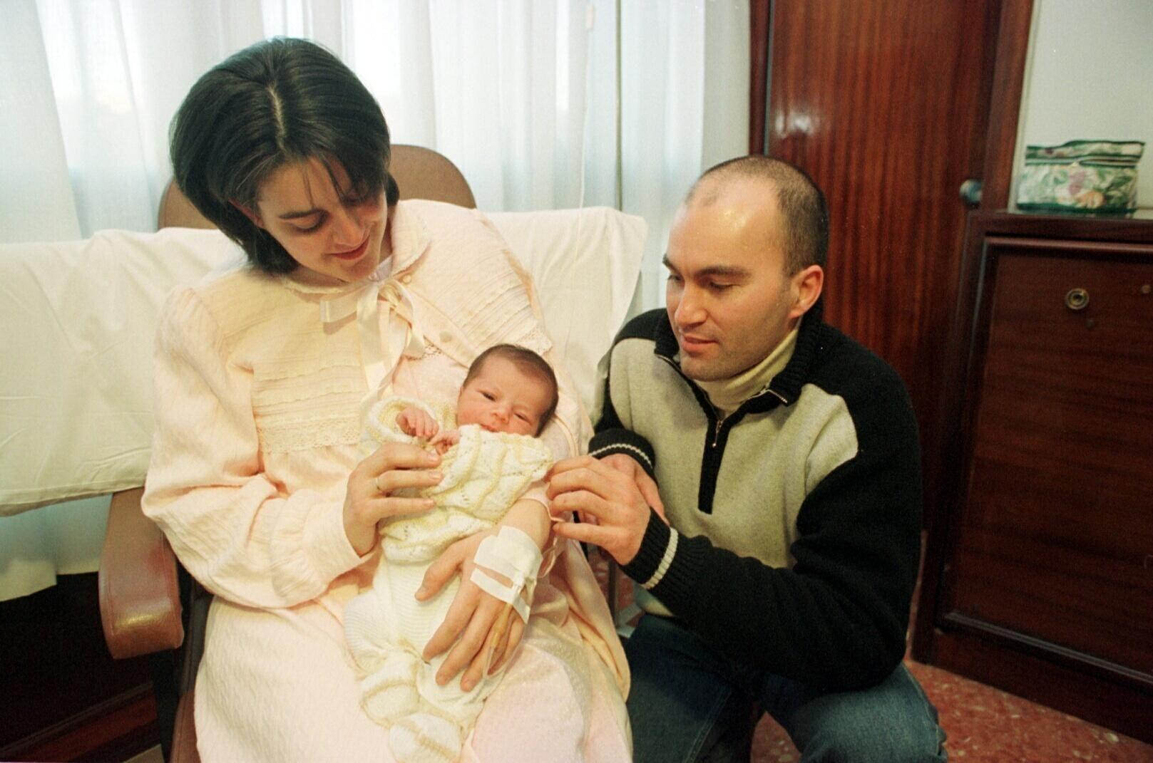 La primera fotografía de Xenxo.Xenxo nació a las 4.10 horas del 1 enero del 2000 en La Rosaleda. Pesó 3.100 gramos