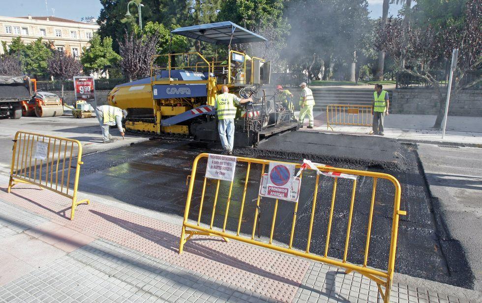 Construcción de un lombo, con la elevación del paso de patones, en la calle Reina Victoria.