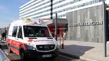 Una ambulancia en el HUCA