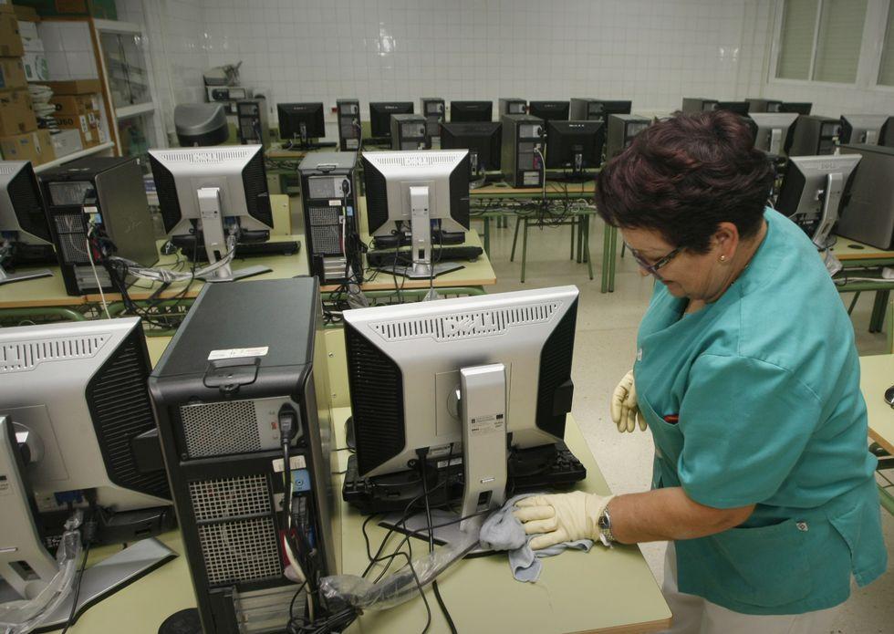 El centro Miguel Ángel Estévez se quedará a la cola en materia de conexión a Internet.