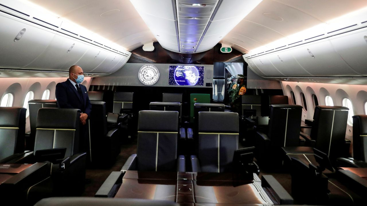 La rifadel avión presidencial mexicano.Agentes de la Guardia Nacional Bolivariana