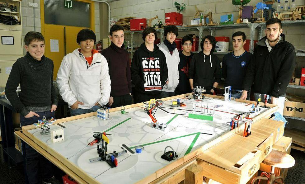 Los nueve estudiantes del Xunqueira que participaban en la First Lego y que irán a Tenerife.