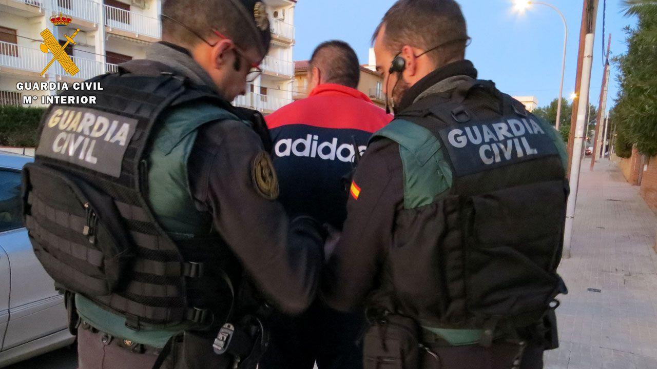 La Guardia Civil desarticula una la banda que operó en Gijón y Villaviciosa.Juan Antonio Anquela durante el Oviedo-Nàstic