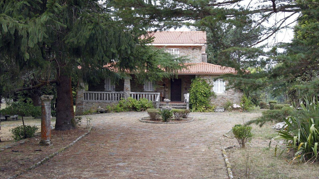 Desocupan dos pisos en Lugo tras 40 horas de tensión.Casa de la familia Rosario Porto en Teo