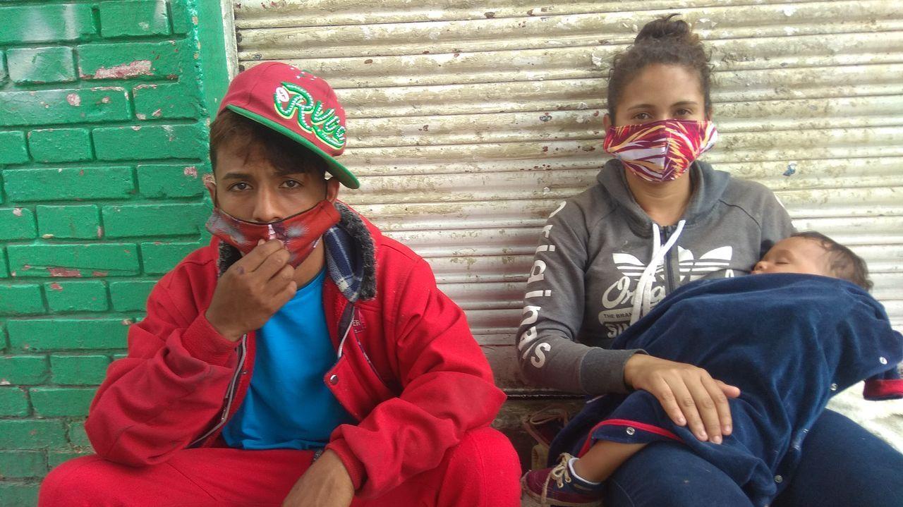 Los venezolanos María Hernández y Jeidon llegaron con su  hijo a Bogotá hace un mes
