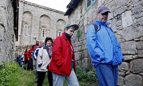Recorrido por la nueva ruta de la Ribeira Sacra del Miño, que será incluida en la guía.