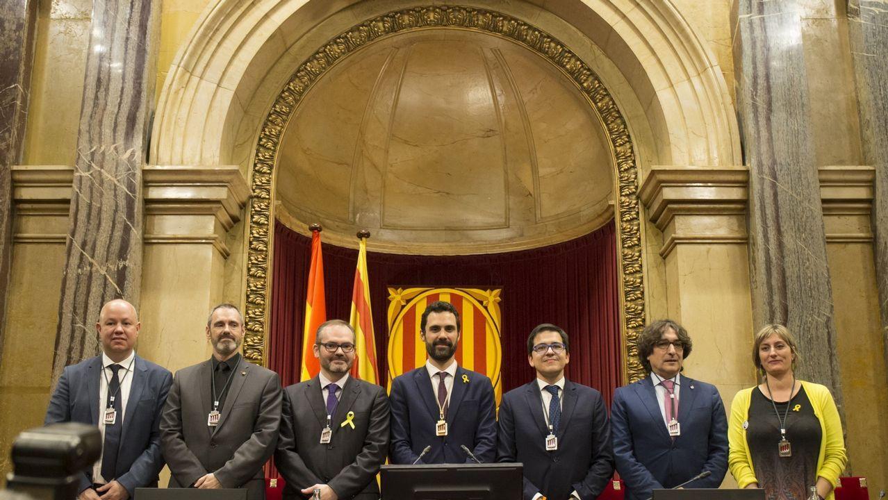 Un policía de Vigo, herido durante los disturbios en Barcelona.José María Espejo-Saavedra, tercero por la derecha, ha dado el salto al Congreso de los Diputados y el Parlamento catalán tiene que escoger a su sustituto para vicepresidente segundo