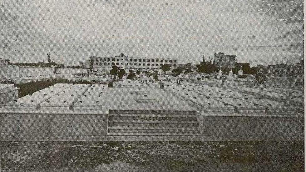 Panteón levantado e 1928 por los emigrantes monfortinos en el cementerio de Colón en La Habana