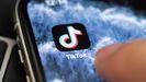El presidente estadounidense, Donald Trump, considera que el Gobierno chino intenta espiar a EE.UU. a través de la app TikTok, por lo que la prohibirá desde septiembre