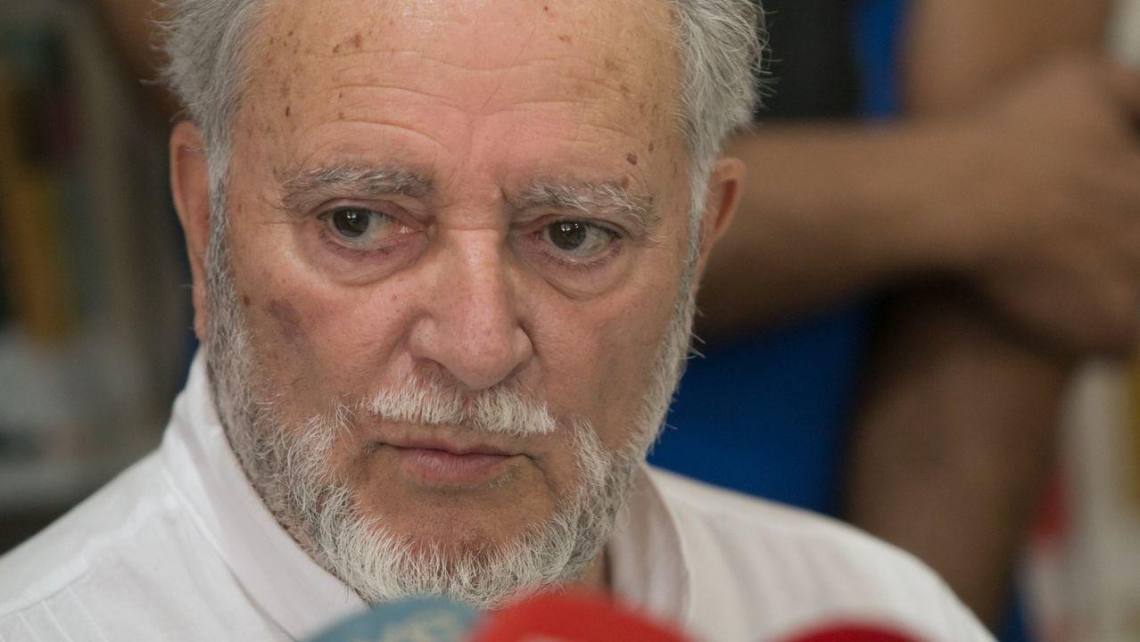 Adiós a Julio Anguita.Anguita fue secretario general del PCE entre 1988 y 1998, y promovió la unidad de formaciones que entonces estaban a la izquierda del PSOE, con el que marcó siempre las distancias, en Izquierda Unida, en cuyas filas fue coordinador general entre 1989 y 2000, año en el que se retiró tras sufrir un infarto.