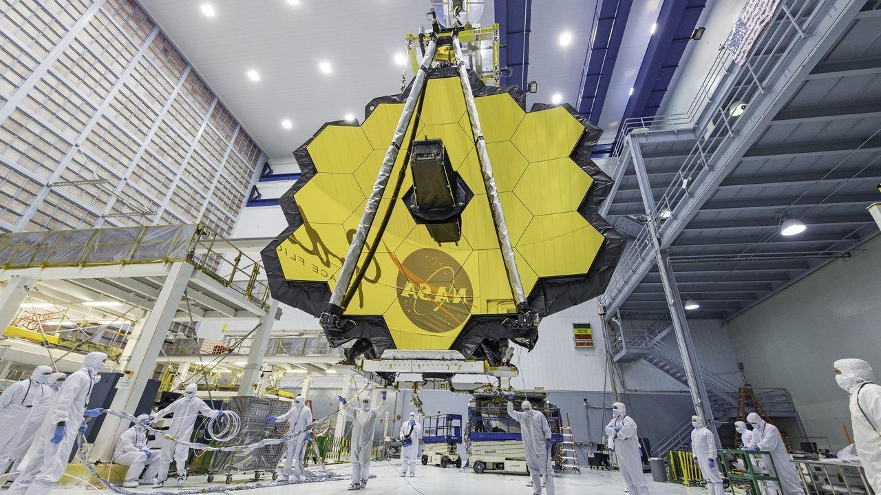 Construción do telescopio espacial James Webb. Nos espellos do substituto do Hubble emprégase berilio