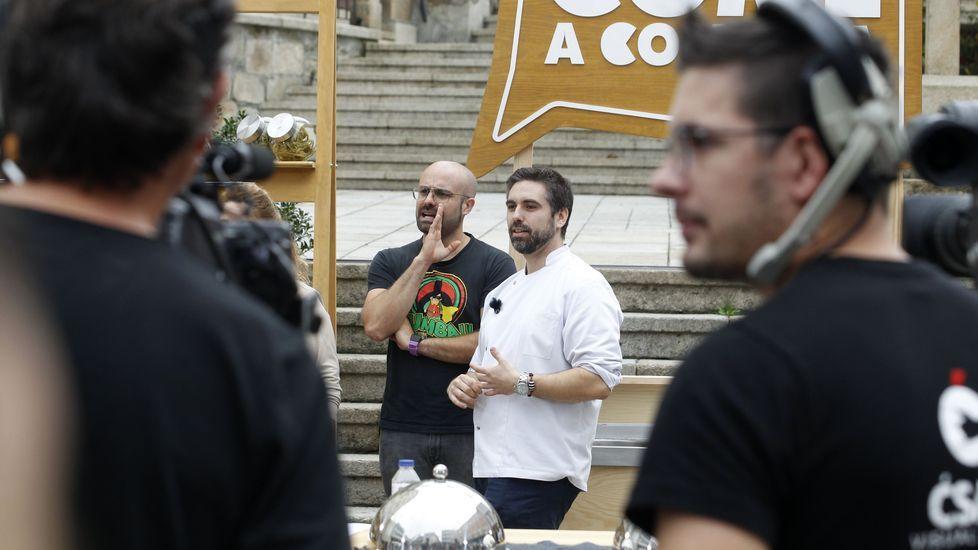 O cociñeiro Carlos González, do restaurante Merenzao, dedicou os últimos días a preparar aos concursantes foráneos
