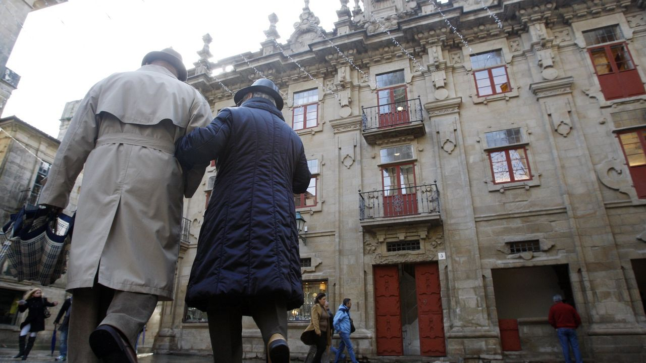 Madera, chatarra y electrodomésticos copan las visitas al punto limpio de Pontevedra.Contenedores del plan Composta (marrón) y de orgánicos en las calles de Pontevedra
