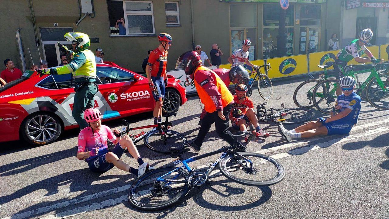 Alberto Contador se impone en el Angliru, en la Vuelta a España.El pelotón ciclista durante la decimocuarta etapa de la 74th Vuelta a España 2019, con salida en la localidad cántabra de San Vicente de la Barquera y meta en Oviedo, con un recorrido de 188 kilómetros.
