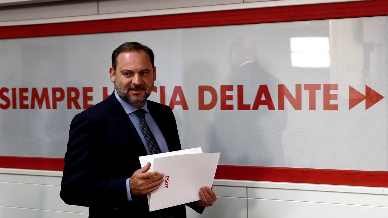 Ábalos insiste en anteponer la estabilidad de la legislatura a un gobierno de coalición con Podemos