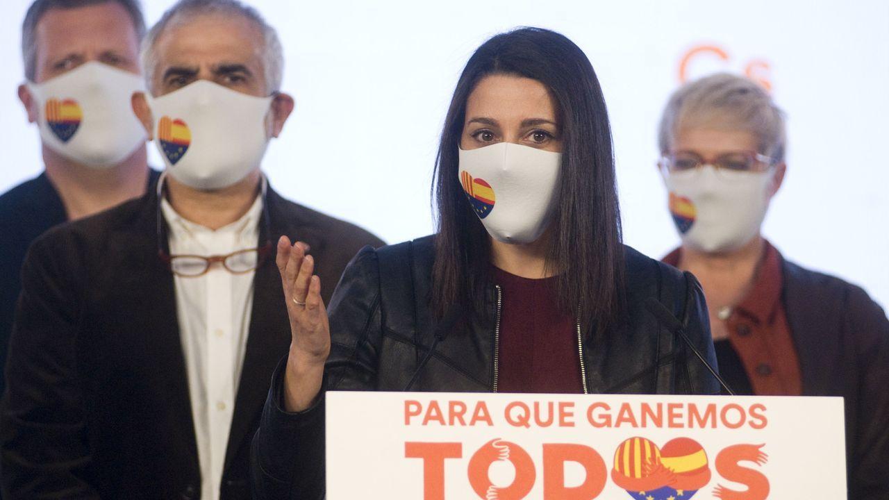 La líder de Ciudadanos, Inés Arrimadas, junto al candidato en Cataluña, Carlos Carrizosa, en rueda de prensa tras conocer los resultados de las elecciones catalanas