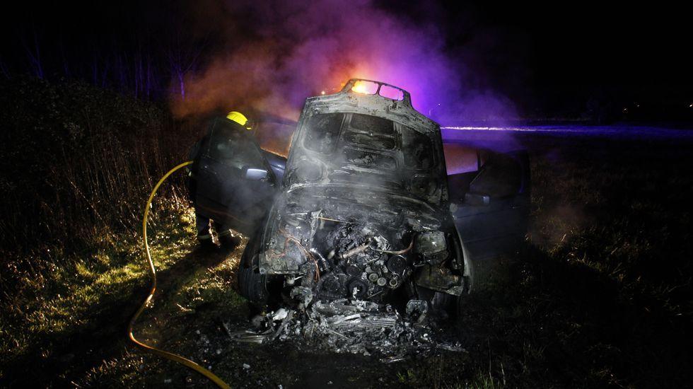 La policía investiga si el el coche que apareció ardiendo a última hora de la tarde en Distriz es el de los ladrones de Tor