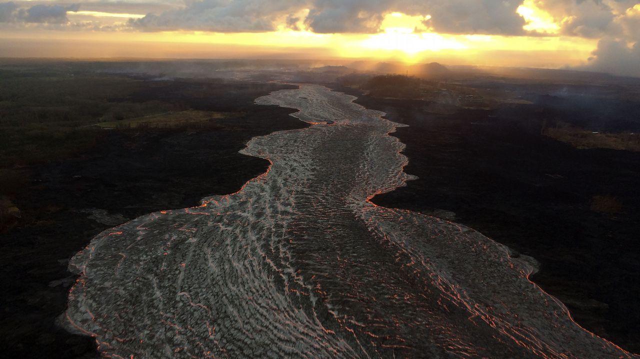 Vista aérea del amanecer junto al volcán Kilauea, en Hawaii