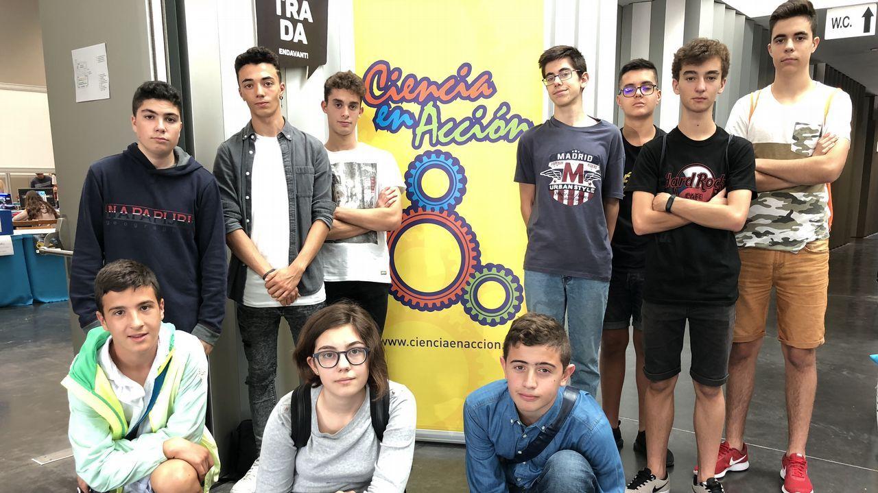 A Coruña, con el cáncer de mama.Miembros del comité científico en una reforestación por el 20º aniversario de Voz Natura