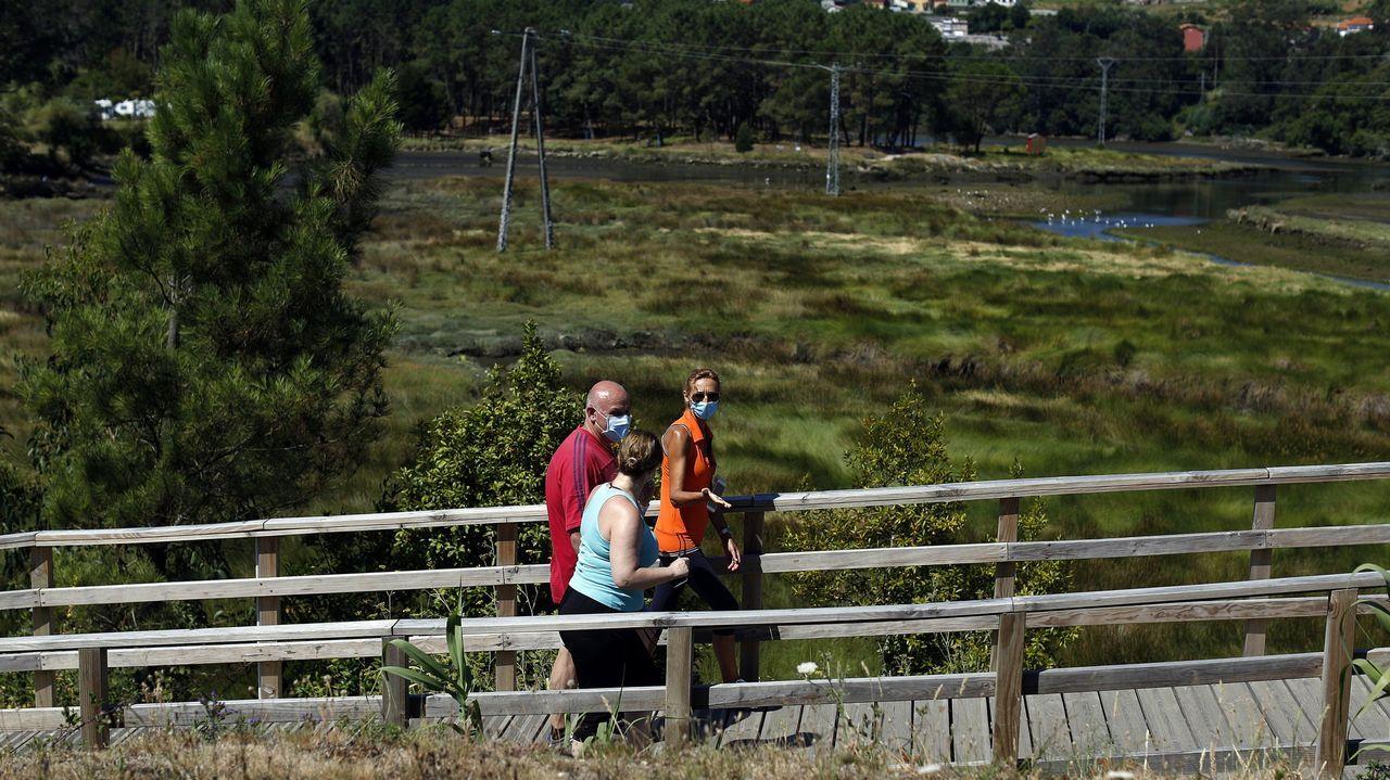 Chequeo a los principales accesos en la autovia del Barbanza.Imagen de archivo del actual paseo en el entorno del río Coroño